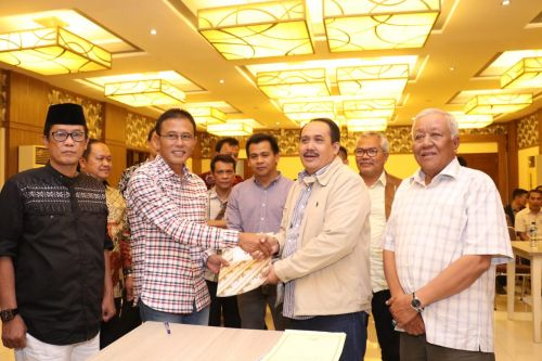 BUMD PD BPR BKPD dan PDAM diserahkan oleh Bupati Kabupaten Ciamis Herdiat Sunarya kepada Bupati Kabupaten Pangandaran, Jeje Wiradinata