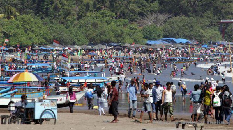Ombak Pangandaran Hari Ini Aman dan Landai, Saatnya Menikmati Pantai
