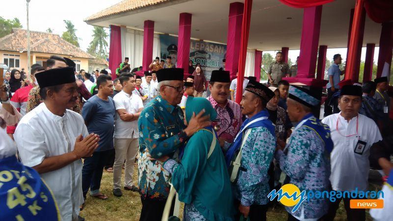 Sebanyak 410 Jemaah Calon Haji asal l Kabupaten Pangandaran di Berangkatkan